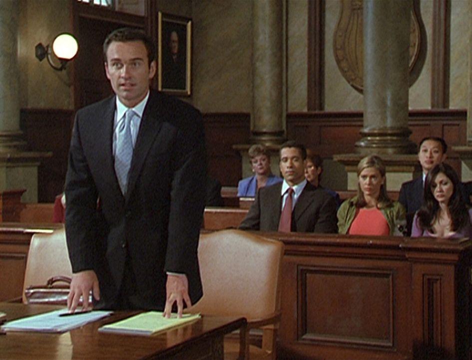 Staatsanwalt Cole Turner (Julian McMahon, l.) ist sehr erstaunt, dass Richter Hamilton einen vermeintlichen Mörder freigesprochen hat. - Bildquelle: Paramount Pictures