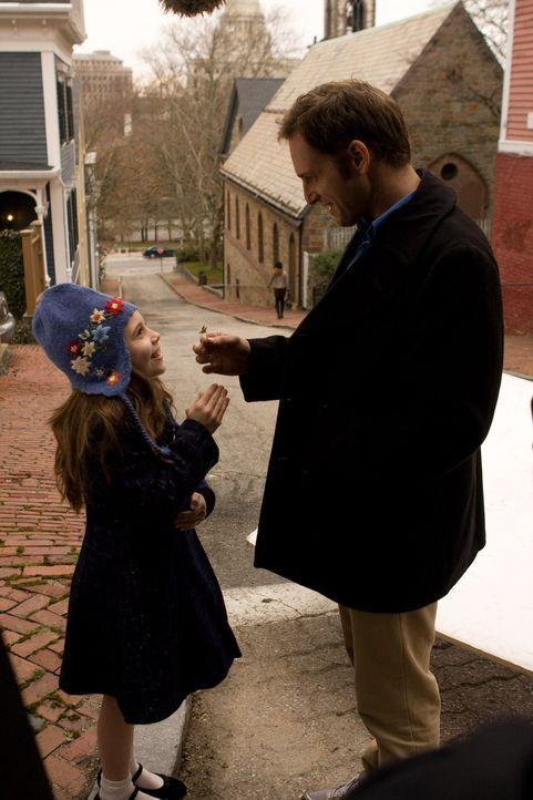 Der schwer herzkranke Terry (Josh Lucas, r.) kümmert sich als alleinerziehender Vater rührend um seine kleine, an einer unheilbaren Knochenkrankhe...