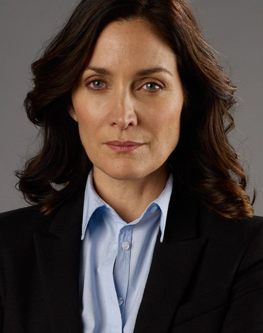 Carrie-Anne_Moss_Galeriebild_2 - Bildquelle: © 2013 Tandem Productions GmbH, TF1 Production SAS. All rights reserved. Photo Credit: Larry D. Horricks