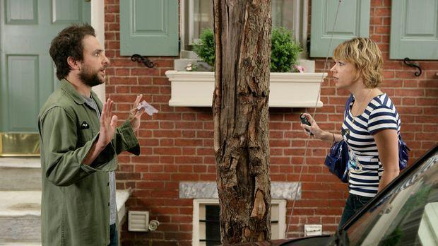 Charlie (Charlie Day, l.) ist fest davon überzeugt, dass sowohl Dennis als au...