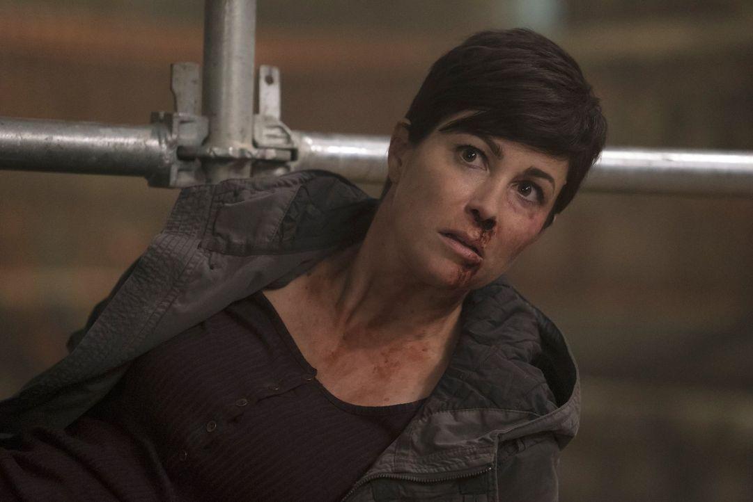 Erkennt Jody (Kim Rhodes) zu spät, dass in ihrer Stadt doch etwas Übernatürliches sein Unwesen treibt? - Bildquelle: 2014 Warner Brothers