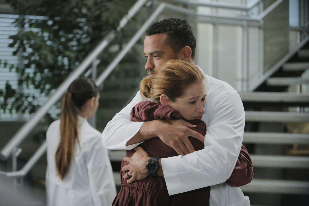 Haben sie doch noch eine Chance auf eine gemeinsame Zukunft? Jackson (Jesse Williams, r.) und April (Sarah Drew, l.) ... - Bildquelle: Tony Rivetti ABC Studios