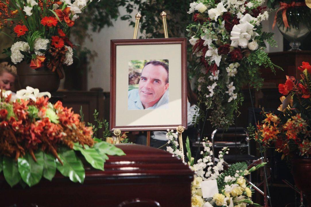 Für alle unfassbar: Karl ist bei einem schrecklichen Unfall am Weihnachtstag ums Leben gekommen .... - Bildquelle: ABC Studios