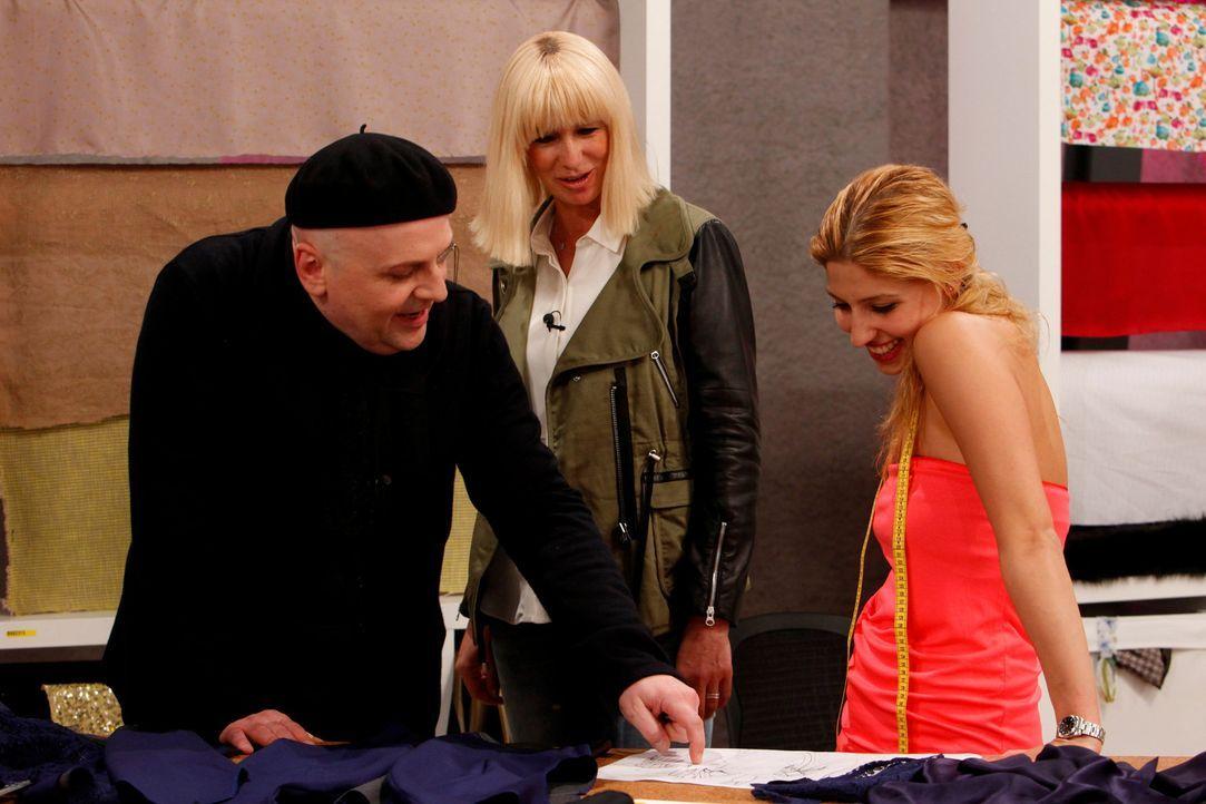 Stylist Sascha Lilic (l.) und Markenkommunikations-Coach Uta Huesch (M.) stehen den Designern mit Rat zur Seite ... - Bildquelle: Richard Hübner ProSieben