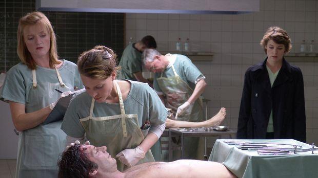 Als ihr Freund Max tot in seinem Labor aufgefunden wird, kann Leo Herzog (Mar...