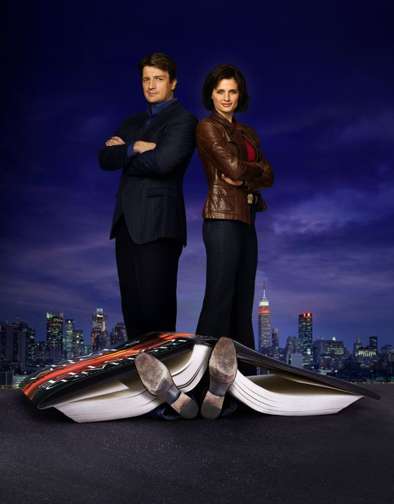 (1. Staffel) - Der Schriftsteller Richard Castle (Nathan Fillion, l.) darf so lange an der Seite der Polizeidetektivin Kate Beckett (Stana Katic, r.... - Bildquelle: ABC Studios