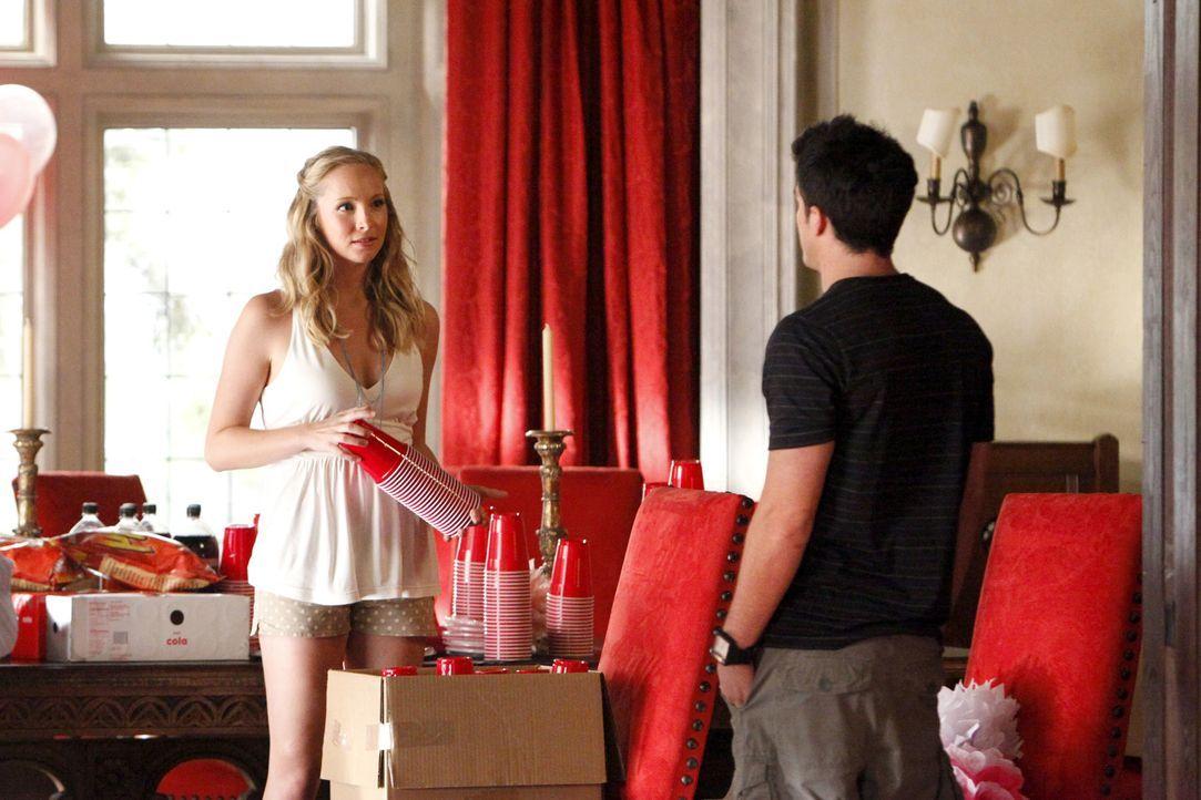Werden Tyler (Michael Trevino, r.) und Caroline (Candice Accola, l.) endlich zueinanderfinden? - Bildquelle: © Warner Bros. Entertainment Inc.