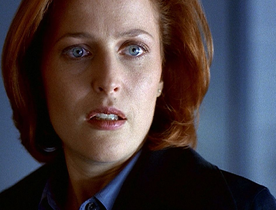 Ein amerikanischer Geschäftsmann stirbt kurze Zeit nach seiner Ankunft in Washington. Scully (Gillian Anderson) stellt bei der Autopsie fest, dass e... - Bildquelle: TM +   2000 Twentieth Century Fox Film Corporation. All Rights Reserved.
