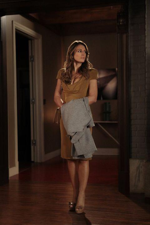 Muss sich mit einem Geheimnis ihrer Vergangenheit auseinandersetzen: Diana (Elizabeth Hurley) ... - Bildquelle: Warner Bros. Television