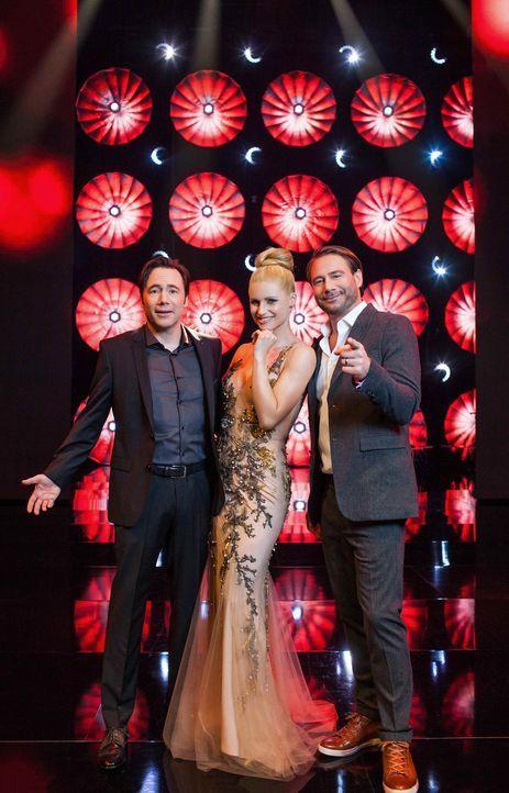 """""""It's Showtime"""": Michelle Hunziker (M.), Michael Bully Herbig (l.) und Sasha (r.) suchen die Besten der Besten ... - Bildquelle: Stefan Hobmaier SAT.1"""