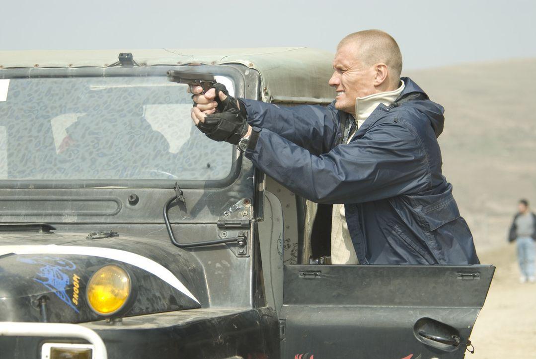 Der sich in der Bredouille befindliche Ex-Elitesoldat Xander Ronson (Dolph Lundgren) wird von einem Fremden angeheuert, mit einer kleinen Gruppe ein...