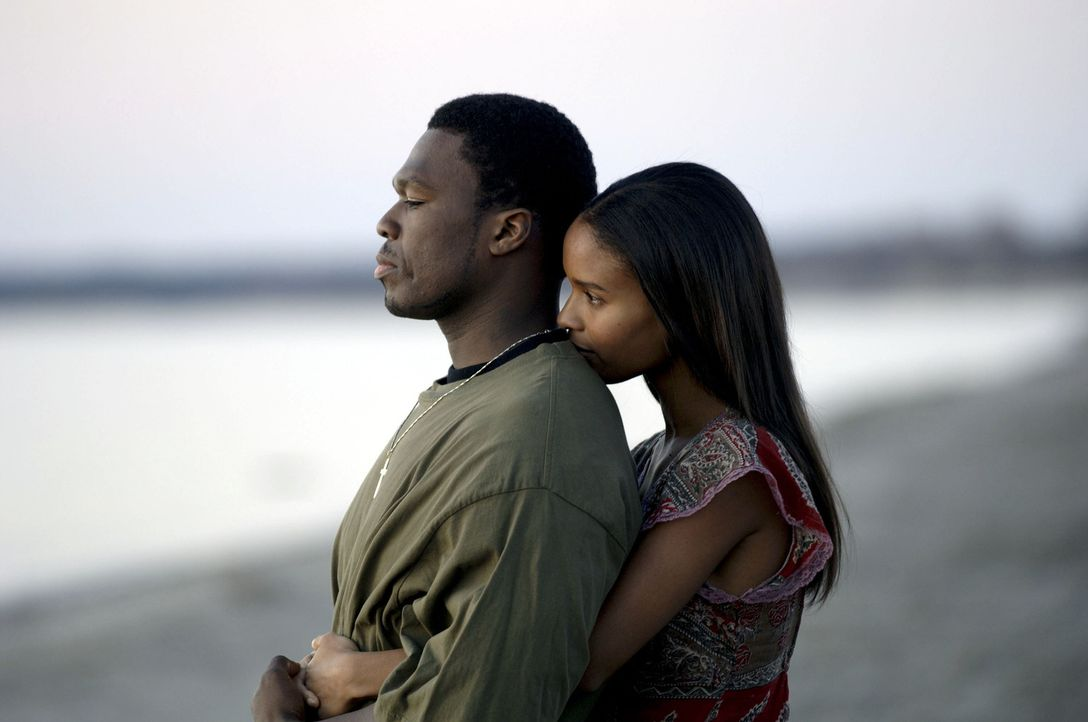 Seit dem Tod seiner Mutter gerät Marcus (50 Cent, l.) immer stärker auf die schiefe Bahn. Auch seine Freundin Charlene (Joy Bryant, r.) kann ihn n... - Bildquelle: 2005 by PARAMOUNT PICTURES. All Rights Reserved.