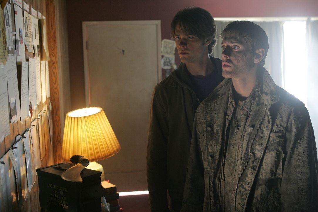Nachdem ihre Mutter, als sie noch klein waren auf mysteriöse Weise ums Leben kam und nun auch ihr Vater verschwunden ist, machen sich Dean (Jensen A... - Bildquelle: Warner Bros. Television