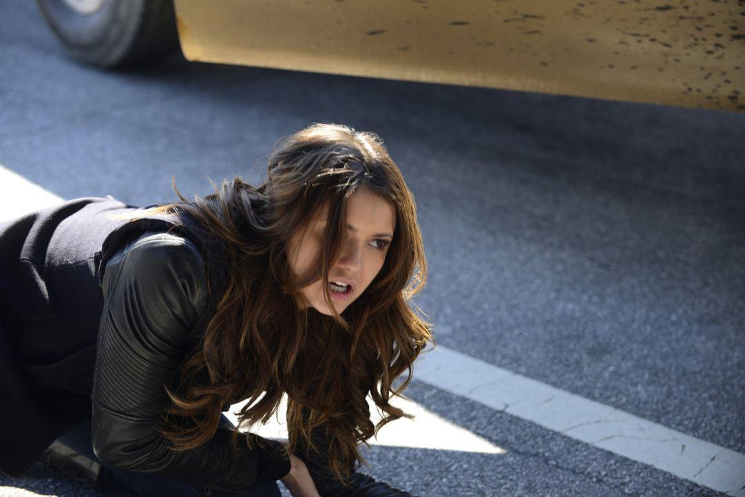 Elena am Boden - Bildquelle: Warner Bros. Entertainment Inc.
