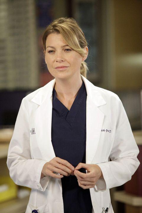 Im Bewusstsein, dass Derek vielleicht nie wieder in der Lage sein wird, zu operieren, hört Meredith (Ellen Pompeo) damit auf, von den Operationen z... - Bildquelle: ABC Studios