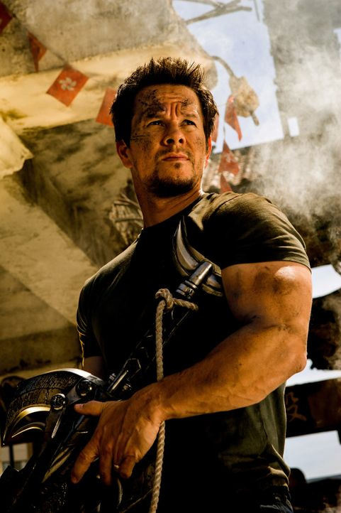 Der Erfinder Cade Yaeger (Mark Wahlberg) enttarnt auf der Suche nach Ersatzteilen, einen Lkw als den transformierten Alien-Führer Optimus Prime. Die... - Bildquelle: (2016) Paramount Pictures. All Rights Reserved. TRANSFORMERS, its logo & all related characters are trademarks of Hasbro & are used with permission.