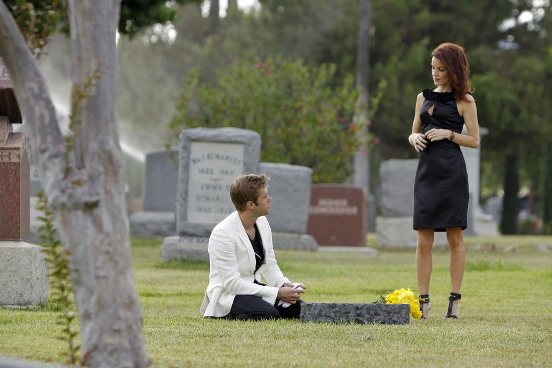 Nutzt Sydney (Laura Leighton, r.) Davids (Shaun Sipos, l.) emotionale Verfassung zu ihren Gunsten aus? - Bildquelle: 2009 The CW Network, LLC. All rights reserved.