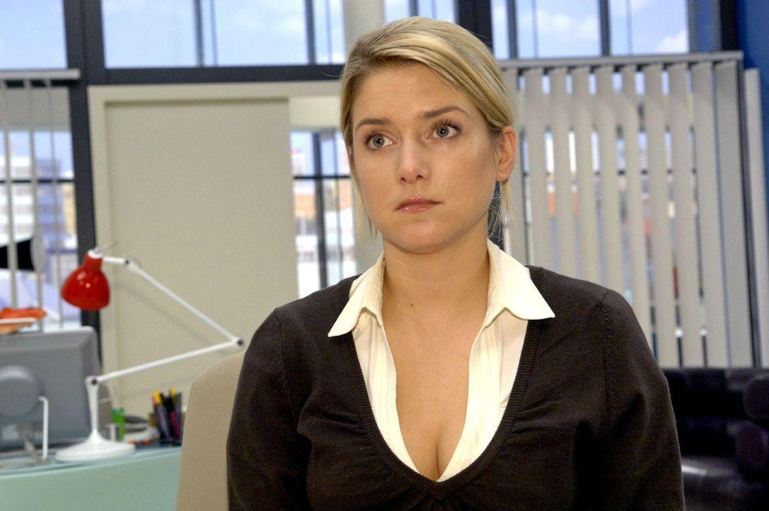 Anna (Jeanette Biedermann) schämt sich, dass sie sich Jannick gegenüber nicht loyal verhalten hat. - Bildquelle: Claudius Pflug Sat.1