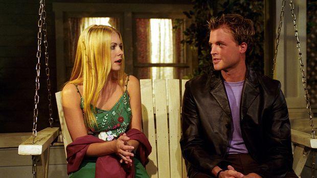 Sabrina (Melissa Joan Hart, l.) wendet sich ans Schicksal, um mehr über ihre...