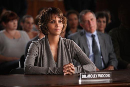 Extant - Molly (Halle Berry) ist geschockt, als sie von der Affäre ihres Mann...