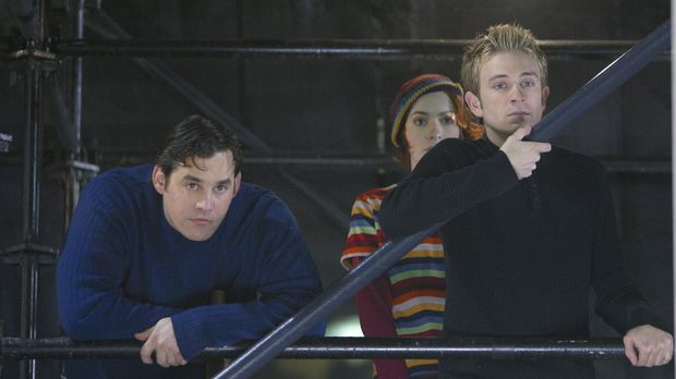 Andrew (Tom Lenk, r.) nervt mit seinen blöden Sprüchen Xander (Nicholas Brend...