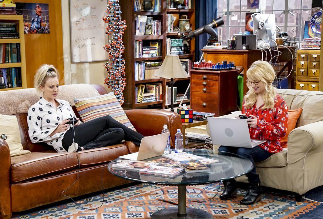 Penny (Kaley Cuoco, l.); Bernadette (Melissa Rauch, r.) - Bildquelle: Sonja Flemming 2018 CBS Broadcasting, Inc. All Rights Reserved/Sonja Flemming