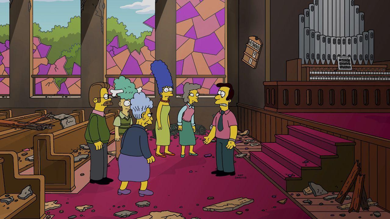 Typisch Springfield-Polizei: Nachdem Chief Wiggum eine Lieferung zu Unrecht annimmt, muss Marge (M.) mit dem Kirchgemeinderat Geld sammeln ... - Bildquelle: 2014 Twentieth Century Fox Film Corporation. All rights reserved.
