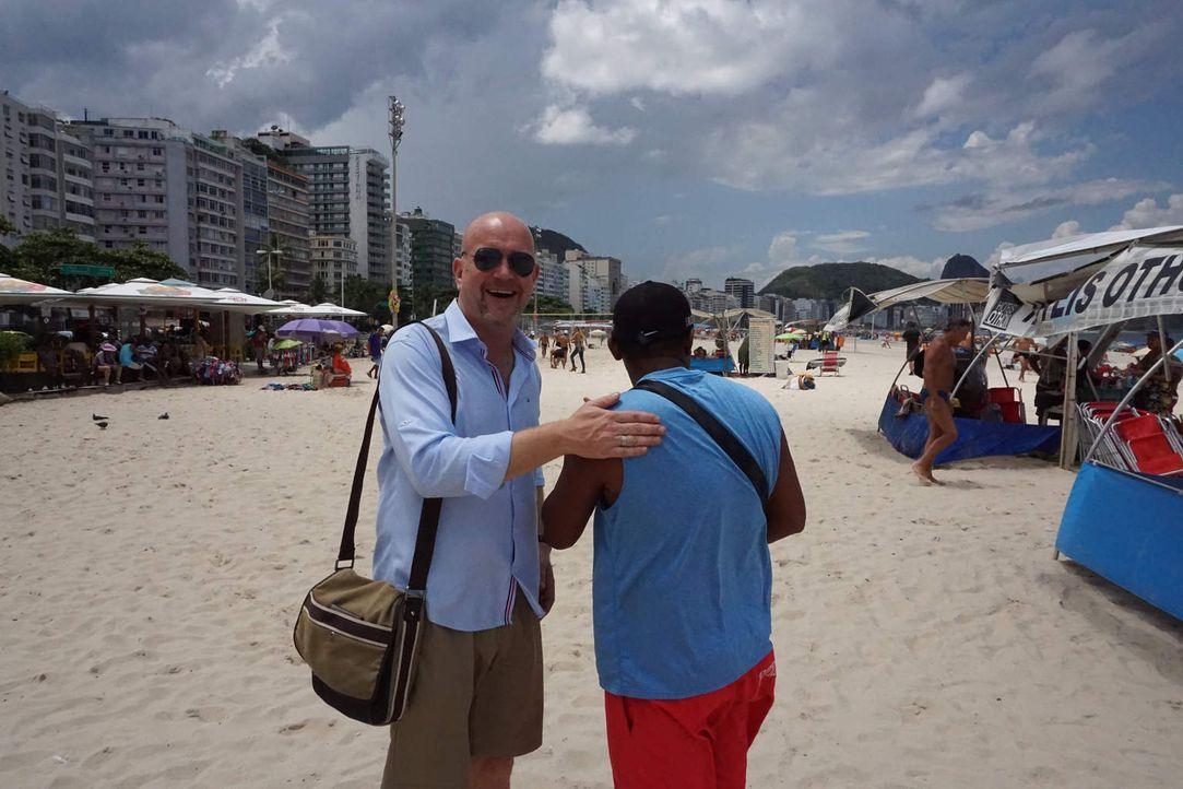 Um Diebe und Abzocker zu entlarven, ist Peter Giesel (l.) in Brasilien unterwegs ... - Bildquelle: kabel eins