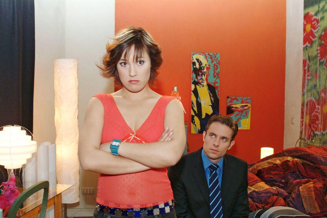 Yvonne (Bärbel Schleker, l.) ist zwar enttäuscht, dass Max (Alexander Sternberg, r.) sie nicht bei der Party dabeihaben will, sagt ihm aber ganz d... - Bildquelle: Sat.1