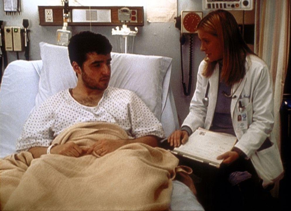 Lucy (Kellie Martin, r.) hat den Eindruck, dass Paul (David Krumholz, l.) psychische Probleme hat. ... - Bildquelle: TM+  2000 WARNER BROS.