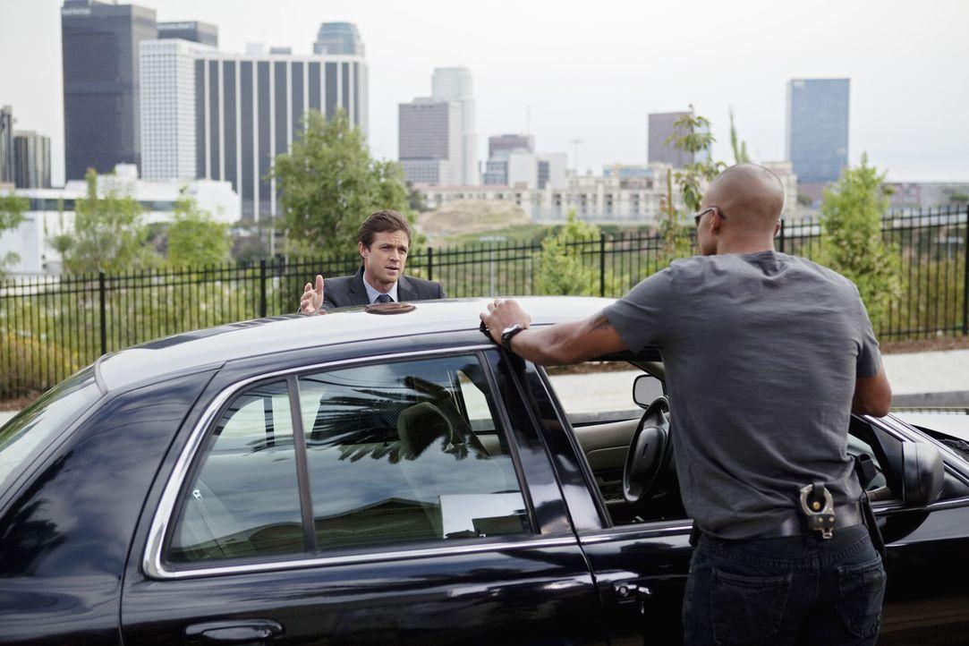 Auf der Suche nach einem Serienkiller: Morgan (Shemar Moore, r.) und Detective Matt Spicer (Eric Close, l.) ... - Bildquelle: Touchstone Television