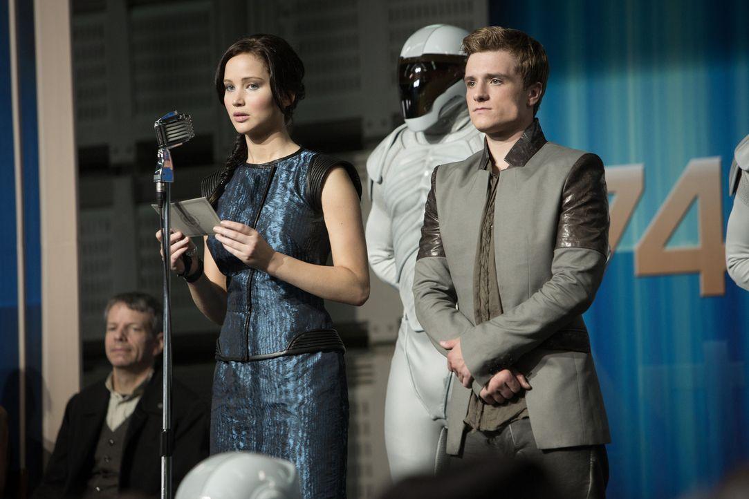 Die grausame Regierung unter Präsident Snow zwingt Katniss (Jennifer Lawrence, l.) und Peeta (Josh Hutcherson, r.), für so zu tun, als wären sie ein... - Bildquelle: Studiocanal GmbH