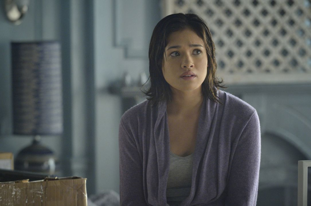 Was wird Katherine sagen, wenn sie erfährt, dass Vincent sie in der Dusche gesehen hat? Heather (Nicole Gale Anderson) ist besorgt ... - Bildquelle: Ben Mark Holzberg 2015 The CW Network, LLC. All rights reserved.