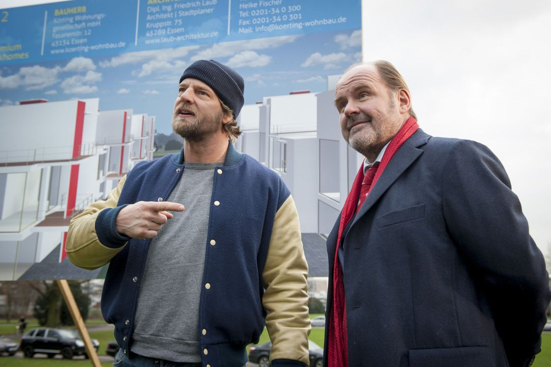 Mick (Henning Baum, l.) ist sich sicher, dass Körting (August Schmölzer, r.), der damals den Auftrag gab, ihn zu erschießen, etwas mit der Entführun... - Bildquelle: Martin Rottenkolber SAT.1