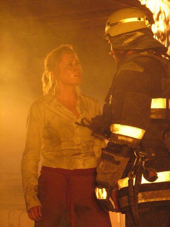 Im Berliner Fernsehturm bricht ein gewaltiges Feuer aus. Unter den Eingeschlossenen befindet sich auch seine Ex-Freundin Katja (Silke Bodenbender, l... - Bildquelle: ProSieben ProSieben