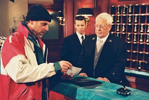 Park Hotel Stern - Segler Hardy Menzel (Herbert Trattnigg, l.) schwärmt Georg...