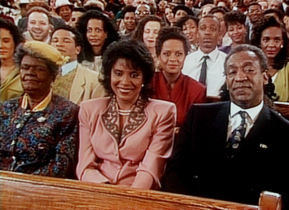 Als Gramtee (Minnie Gentry, l.) zu Besuch ist, sitzen Cliff (Bill Cosby, r.) und Clair (Phylicia Rashad, M.) beim sonntäglichen Kirchgang in der er... - Bildquelle: Viacom