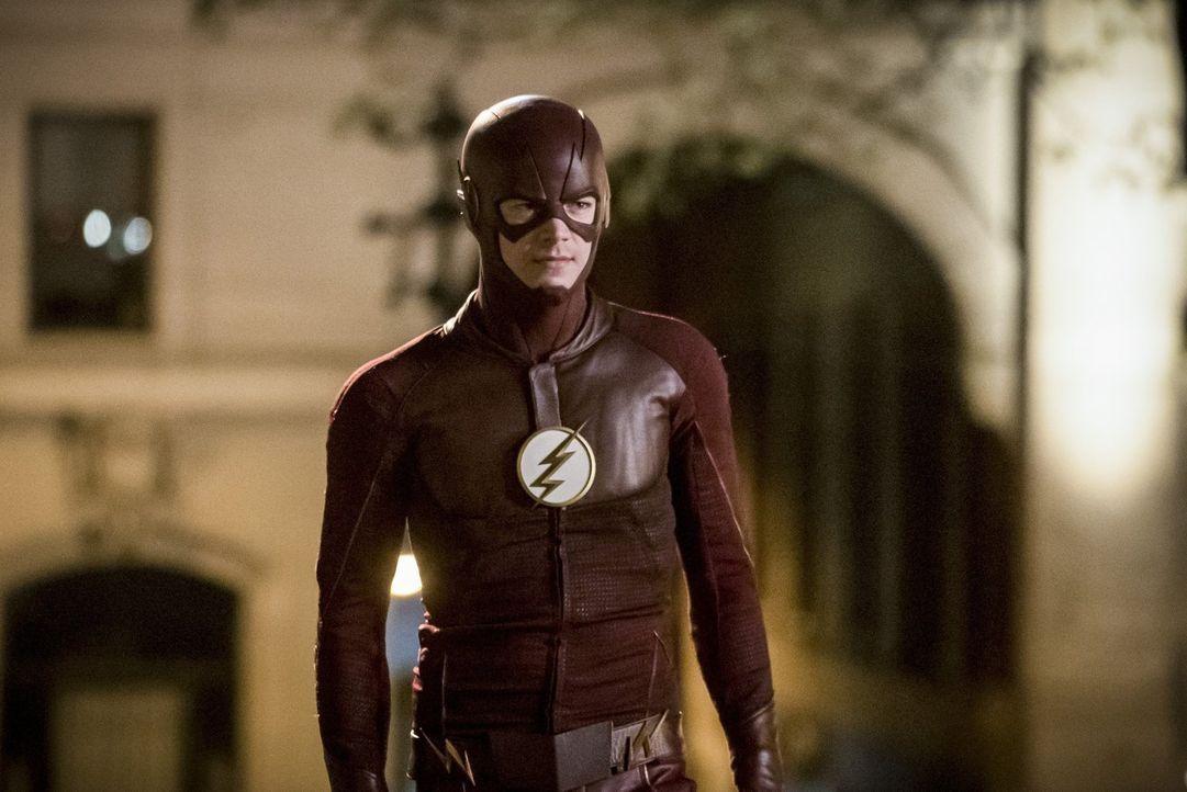 Barry alias The Flash (Grant Gustin) schreckt vor nichts zurück, um endlich eine Chance gegen Savitar zu haben und somit Iris Leben retten zu können... - Bildquelle: 2016 Warner Bros.