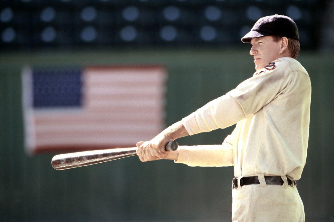 Der legendäre Baseballspieler Honus Wagner (Matthew Modine) bekommt eines Tages Besuch aus der Zukunft ... - Bildquelle: 2007 CBS International Television