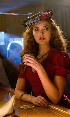 Lexi im eleganten Jahrzehnt - Bildquelle: Warner Bros. Entertainment Inc.