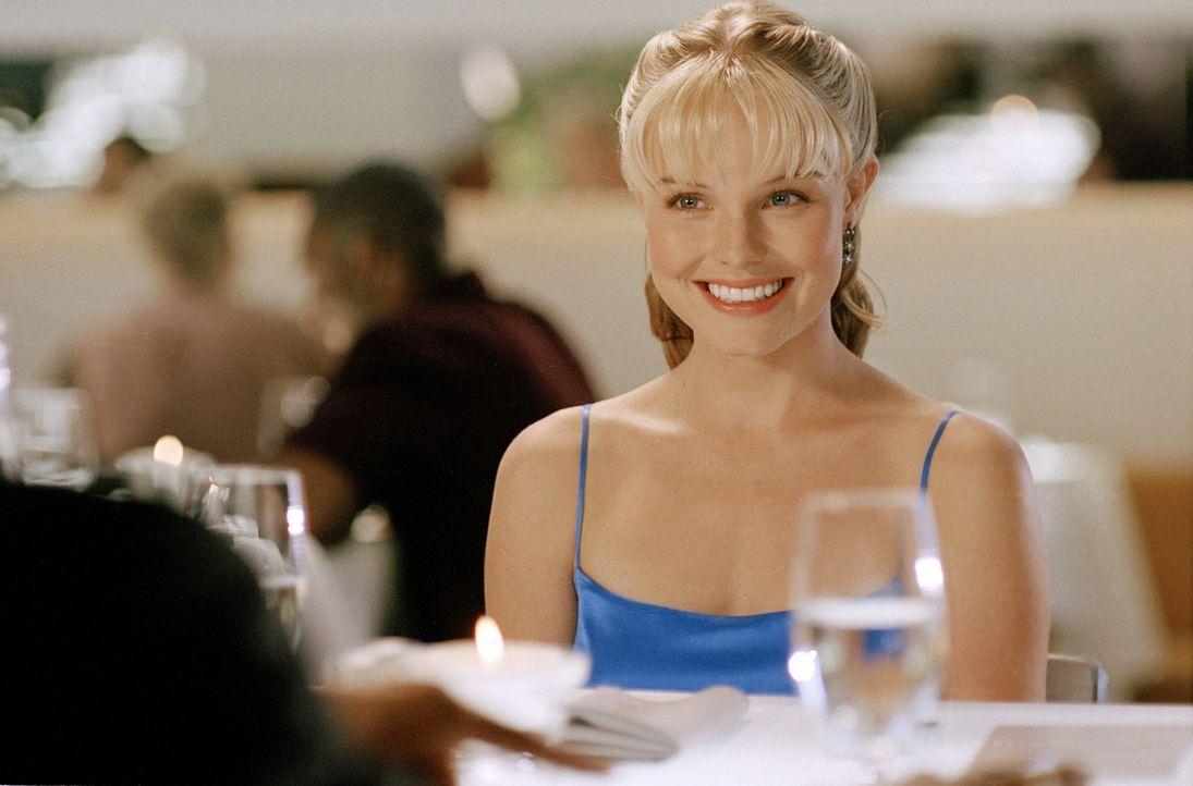 Die hübsche Supermarktangestellte Rosalee (Kate Bosworth) kann es kaum glauben, als sie eines Tages bei einem Gewinnspiel ein Date mit ihrem Traumma... - Bildquelle: 2004 DreamWorks LLC. All Rights Reserved.