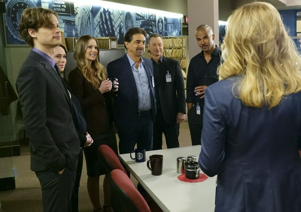 Geben alles, um eine Familie zu retten: Reid (Matthew Gray Gubler, l.), Kate (Jennifer Love Hewitt, 2.v.l.), JJ (A.J. Cook, 3.v.l.), Rossi (Joe Mant... - Bildquelle: ABC Studios