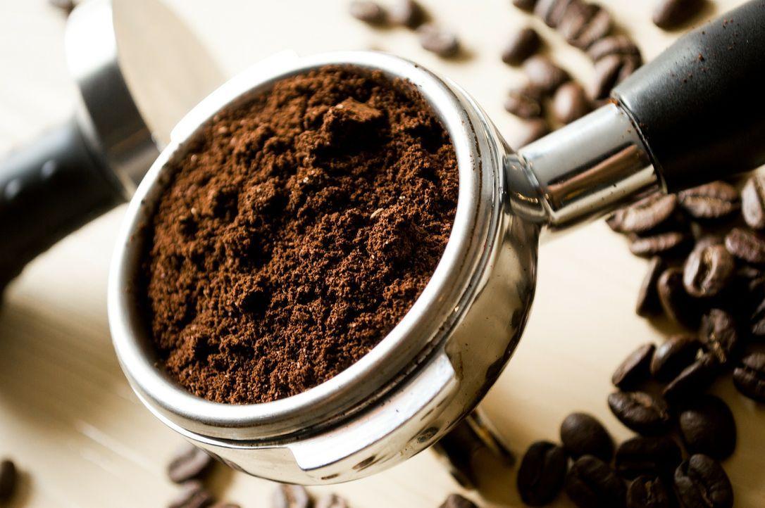 2. Kaffee-PeelingEin Peeling für unter der Dusche ist ganz schnellselb...