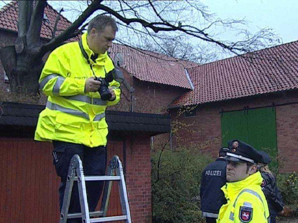 Die Polizisten des Verkehrsunfalldienstes sind immer dann zur Stelle, wenn es richtig gekracht hat und der Unfallhergang ungeklärt ist. Da gilt es... - Bildquelle: Sat.1