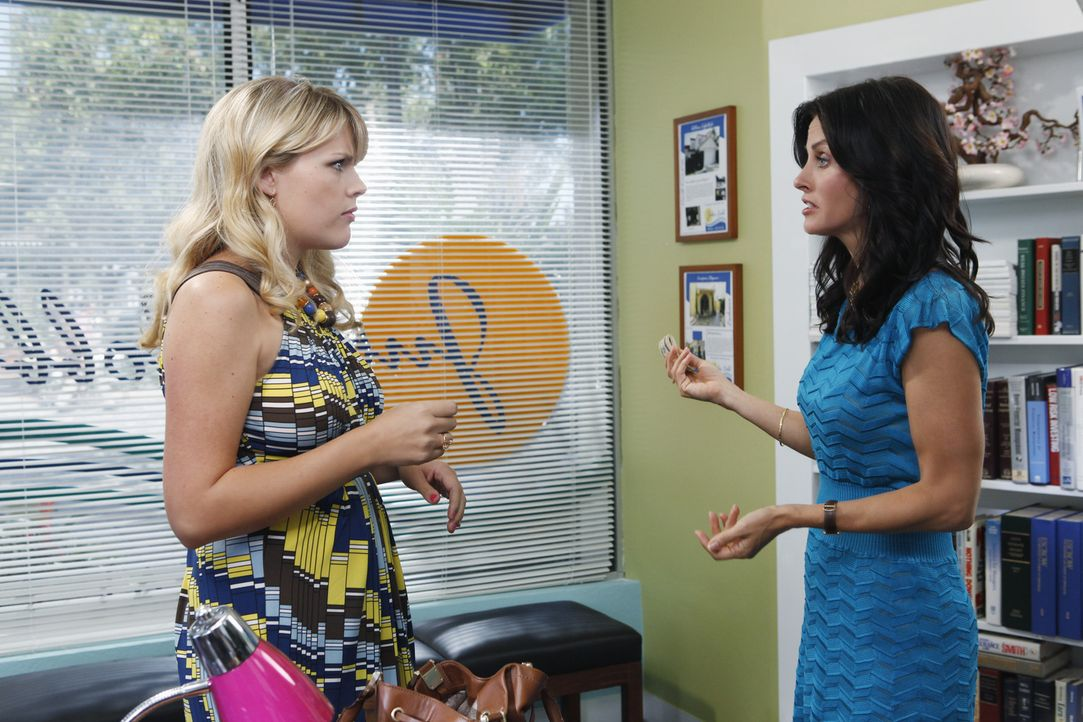 Als sich Josh (in Jules (Courteney Cox, r.) verliebt, beschließt diese, sich von ihm zu trennen und hofft auf gute Unterstützung von ihrer Freundi... - Bildquelle: 2009 ABC INC.