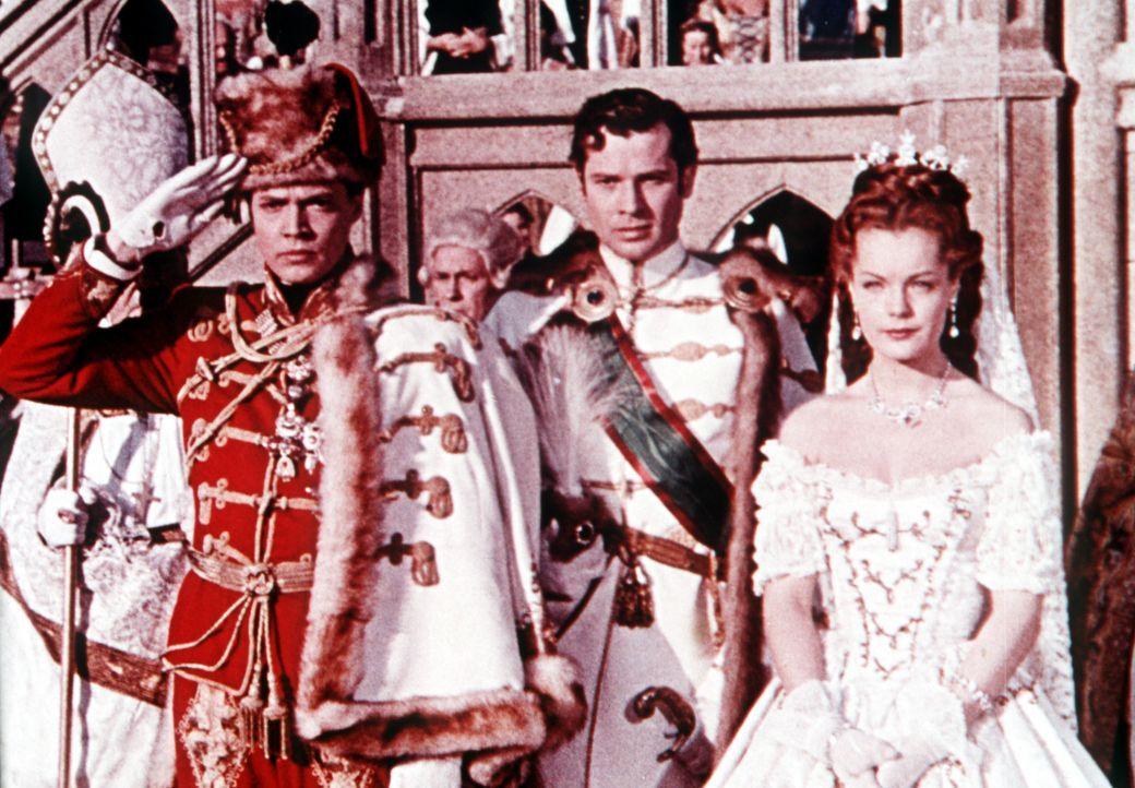 Überzeugt von der Notwendigkeit eines österreichisch-ungarischen Engagements begeben sich Kaiser (Karlheinz Böhm, r.) und Kaiserin (Romy Schneide... - Bildquelle: Herzog-Filmverleih