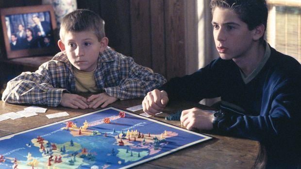 Schockiert müssen Dewey (Erik Per Sullivan, l.) und Reese (Justin Berfield, r...