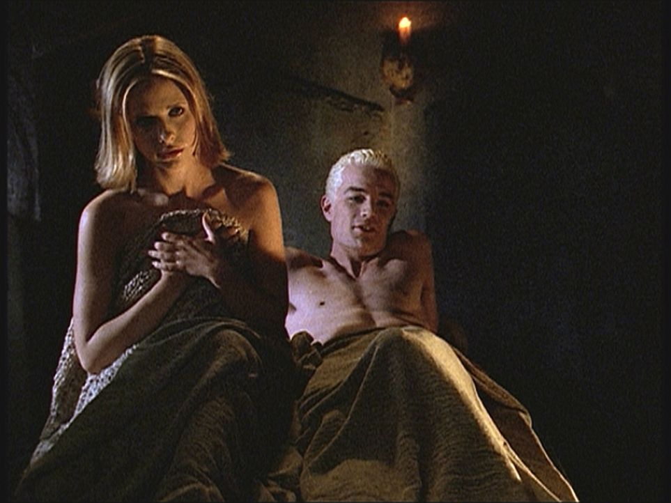 Buffy (Sarah Michelle Gellar, l.) erkennt, dass sie Spike (James Masters, r.) nur ausnutzt und nicht liebt ... - Bildquelle: TM +   Twentieth Century Fox Film Corporation. All Rights Reserved.