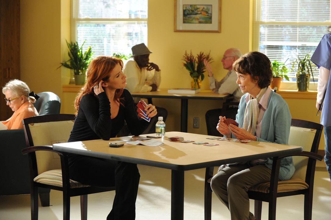 Während sich Carrie (Poppy Montgomery, l.) um ihre Mutter kümmert, wird sie zu einem neuen Fall bestellt ... - Bildquelle: 2011 CBS Broadcasting Inc. All Rights Reserved.
