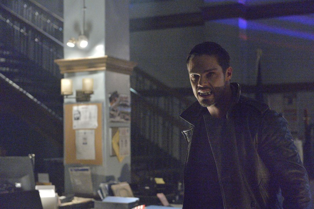 Versucht, Tori und die Kette in Sicherheit zu bringen: Vincent (Jay Ryan) ... - Bildquelle: 2013 The CW Network, LLC. All rights reserved.